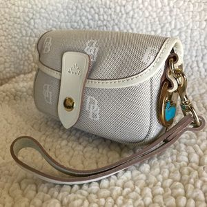 NWOT Dooney & Bourke Wristlet with Logo Pattern